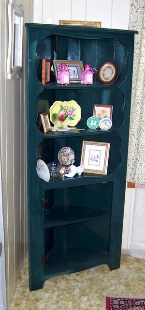 Corner_cabinet1